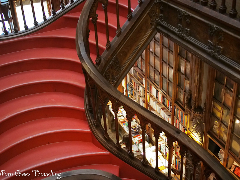 Visit Livrario Lello bookshop