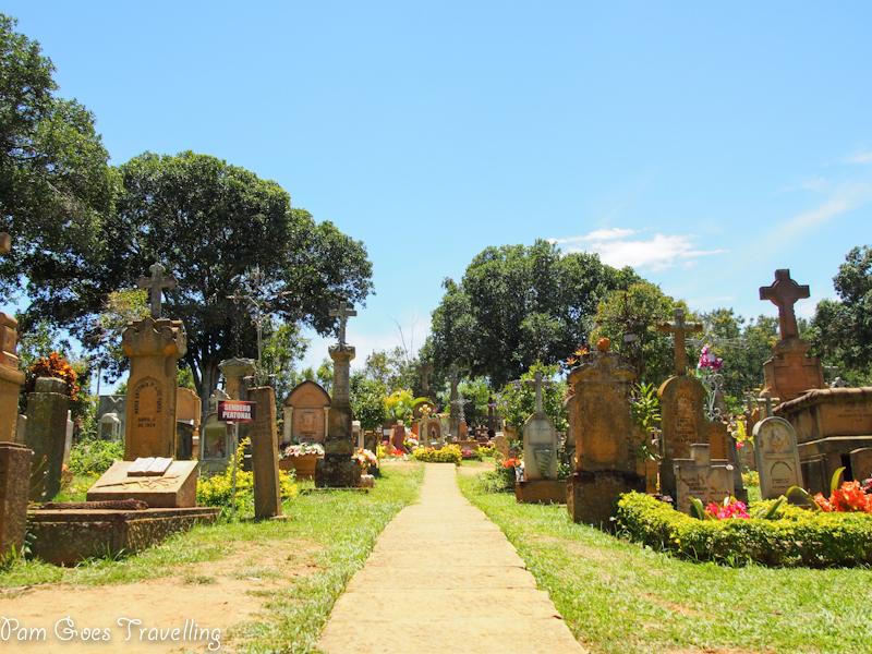 Yello feet cemetery in Barichara