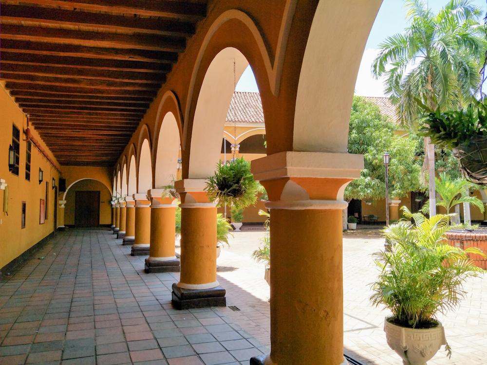Colegio Nacional Pinillos Walk way